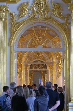 Catherine Palace (1752) - A group of tourists in the tour of the palace.