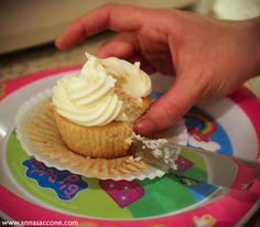 Anna Saccone: Sweet Sunday: New Year's Mimosa Cupcakes #dessert