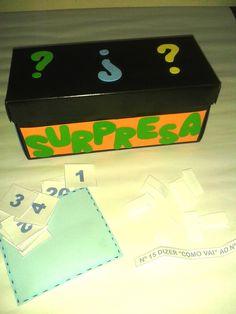 Utilizamos a Caixa Surpresa pra fazer uma dinâmica Quebra-Gelo na Hora da Acolhida das crianças.     A dinâmica é dar um número pra cada cr...