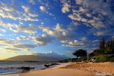 Kaanapali Beach on Maui in the Hawaiian Islands - we stayed at a hotel on this beach Kaanapali Maui, Lahaina Maui, Maui Beach, Maui Hawaii, Wonderful Places, Beautiful Places, Simply Beautiful, Hawaii Honeymoon, Hawaiian Islands