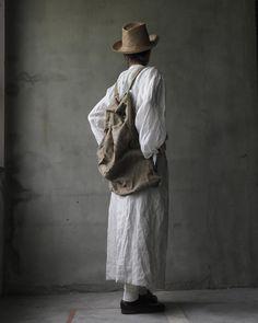 styling_・Hat_Reinhard plank '17ssmade in Italycol : Natural brownmat : STRAW PARA (天然草 )100%・Blouse_cavanecol : whitemat : French linen (麻 )100%・Sac_Euro selectvintage linen bagcol : Gregemat : vintage linen (ヴィンテージ麻 )100% https://cavane.stores.jp/items/58b8de9a748e5bc35c000991  #Reinhardplank#レナードプランク#17ss#hat#handmadehat#cap#cavane#fashiongoods#fashion#strawhat#artist#artisan#Italy#osakaselectshop#osaka#Limitedhat#vintage#antique#FRANCISCO#麦藁帽子#大阪#京町堀 #靭公園…