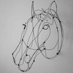 """Trophée Cheval en fil de fer / Collection """"Faune en fil"""" Emilie Bredel ©"""