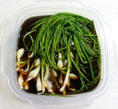 세월이 흐르면서 입맛도 변하는지... 어릴 적 밥을 먹으면 늘 파만 골라내었는데 이젠 파김치, 파 볶음밥, 파계장 등 파 요리가 어찌나 맛난지요. 그래서 오늘은 고기 드실 때 함께 드셔도 좋고 그냥 밥반찬으로.. Korean Menu, Korean Dishes, Korean Food, Korean Kitchen, Keto Recipes, Cooking Recipes, Instant Pot Pressure Cooker, Daily Meals, Food Menu