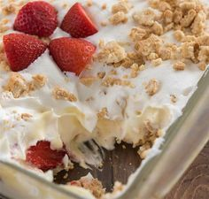 Easy No-Bake Strawberry Shortcake Dessert with layers of pudding and whipped cream, strawberries and crushed cookies. The perfect strawberry recipe for summer! Desserts To Make, Great Desserts, Summer Desserts, No Bake Desserts, Strawberry Recipes For Summer, Strawberry Shortcake Dessert, Baked Strawberries, Instant Pudding, Sweet Potato Casserole
