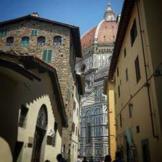 Scorcio sul Cupolone  (Cupola del Brunelleschi) passeggiando per le vie del centro!  Firenze Toscana Italy. Firenze, Toscana, Big Ben, Building, Travel, Italia, Viajes, Buildings, Destinations
