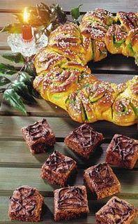 På bilden: Ljuvligt doftande saffranskrans (överst) och amerikanska brownies med choklad och nötter, två riktigt goda hembakade kakor att bjuda till adventskaffet!
