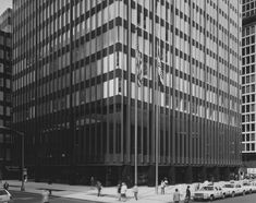 Natalie Griffin de Blois's Union Carbide tower is slated for demolition by Chase. Historical photo of the Union Carbide building. New York Projects, Vintage New York, Tear Down, Park Avenue, Architecture Plan, Historical Photos, Sustainability, Multi Story Building, How To Plan