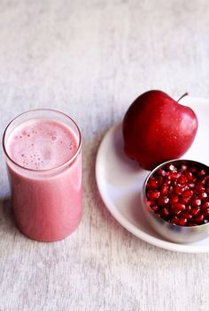 Healthy Juice Recipes 147563325265288197 - apple pomegranate juice – quick and healthy juice recipe to give you a quick boost of energy. good for summers. Source by vegrecipesofindia Juice Smoothie, Smoothie Drinks, Fruit Smoothies, Healthy Smoothies, Healthy Drinks, Smoothie Recipes, Detox Drinks, Healthy Juice Recipes, Healthy Juices