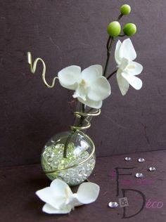 fiole avec orchidée