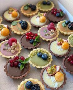 Sweet Recipes, Cake Recipes, Dessert Recipes, Dessert Cups, Vegan Recipes, Think Food, Fancy Desserts, Cafe Food, Mini Cakes