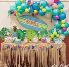 Hawaii Birthday Party, Luau Theme Party, Hawaiian Party Decorations, Aloha Party, Party Fiesta, Hawaiian Luau Party, Hawaiian Birthday, Tropical Party, 1st Birthday Parties