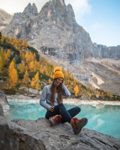 Trekking, Hiking Photography, Photography Poses, Mode Plein Air, Outfit Timberland, Climbing Outfits, Hiking Fashion, Fashion Fall, Foto Pose