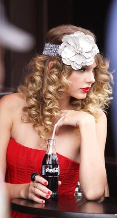Taylor Swift ♥ I've always loved how she's such a hippie.
