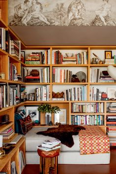 Bedroom bookshelf styling ideas from Bibliostyle! #bookshelf #bookshelves #bookish Bookshelves In Bedroom, Built In Bookcase, Magnolia Journal, Ceiling Shelves, Bookshelf Styling, Personal Library, Amber Interiors, Stack Of Books, Coffee Table Books