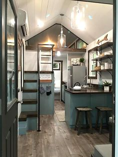 After downsizing, it is definitely doable for one or two people to fit into a tiny house. But downsizing for a small family is a little more difficult. In the long run, children don't need a lot of personal items, but both they and their parents do need space. So what types of tiny houses …
