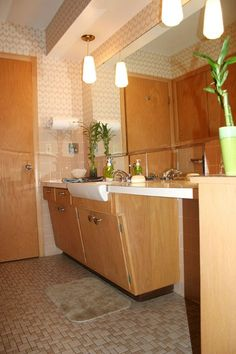Love the vanity in this mid-century modern bathroom. #mcm #bathroom #vanity