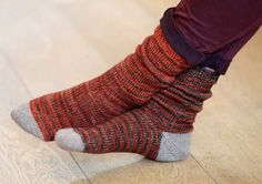 how to afterthought heels - We've got socks-on-the-brain at Loop, this week. No, not a new illness, we're planning our summer knitting: small, portable projects that can build our winter gift giving stash. Knitting Patterns Free, Free Knitting, Free Pattern, Knitting Ideas, Socks And Heels, My Socks, Lots Of Socks, Summer Knitting, Knitting Socks