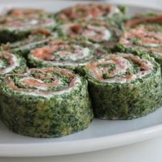 Lakseroulade med spinat // Salmon roll with spinach Salmon Roll, Deli Food, Good Food, Yummy Food, Danish Food, Fish Dinner, Food Inspiration, Tapas, Brunch