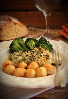 Um prato de peixe no forno muito simples de fazer, apropriado para jantares de família e amigos