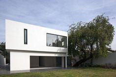 Modern House Design : Casa AR / Lucio Muniain et al. Photograph by Onnis Luque Minimalist Architecture, Facade Architecture, Residential Architecture, Amazing Architecture, Luz Natural, Warehouse Design, Casa Patio, Box Houses, Dream Houses