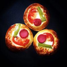 En güzel mutfak paylaşımları için kanalımıza abone olunuz. http://www.kadinika.com Mini Pizzalar  #pizza #pizzatime #pitzza #mutfak #mutfakgram #sunum #instafood #instagood #instafoto #instacool #minipizza #piknik #oğluşum #ömerfaruk #myson #picnic #yum #yummy #gym #gymlife #food #foodpic #foodpics #foodporn #yemek #atıştırmalık #kanepe