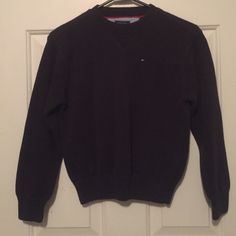 Tommy Hilfiger sweater Tommy Hilfiger Navy blue boys size 6-7 sweater used but only once. In great condition. No rips or no stains looks brand-new. Tommy Hilfiger Sweaters Crew & Scoop Necks