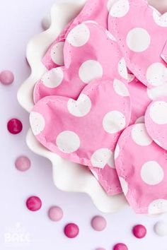 DIY - Sewn paper heart favor filled with candy