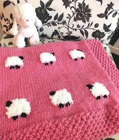 Sheep Baby Blanket - an adorable knitted baby blanket project that would be cute in any color. For more fun baby blanket knitting projects follow us on Pinterest