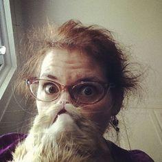 """Descubre una de las modas más extrañas que hemos podido ver en Internet y las redes sociales: el """"Cat Beard"""" o la barba de gato."""