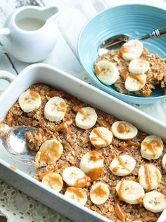 Baked Banana Peanut Butter Oatmeal Recipe Breakfast and Brunch with rolled oats… Healthy Make Ahead Breakfast, Healthy Snacks, Healthy Eating, Balanced Breakfast, Healthy Soup, Peanut Butter Oatmeal, Peanut Butter Recipes, Baked Oatmeal Recipes, Baked Oats