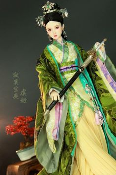Chinese Culture, Chinese Art, China Dolls, Traditional Chinese, Fashion Wear, Artisan, Saree, Sculpture, Diy Crafts