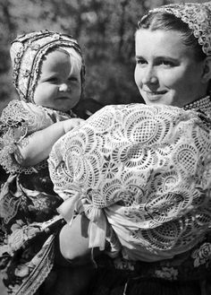 Orava, Let's face it. Slovak folk costumes are the most beautiful in the world. We Are The World, People Of The World, Gossamer Wings, Folk Embroidery, Ethnic Dress, Folk Costume, Costume Dress, Mother And Child, Ethnic Fashion