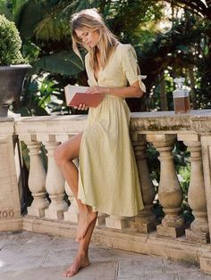 HERMIONE LINEN MIDI DRESS – Such beautiful linen dress, perfect for those summer days. Click if you are looking for that perfect linen dress !
