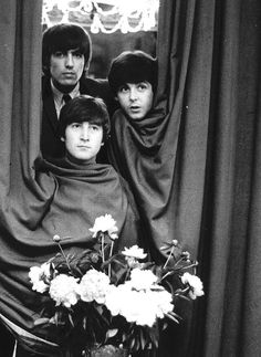 George Harrison, Paul McCartney, and John Lennon (funny moment while on tour in the Netherlands) Ringo Starr, George Harrison, Paul Mccartney, John Lennon, Beatles Love, Beatles Photos, Beatles Funny, Beatles Poster, The Beatles