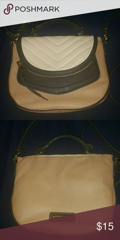 Steve Madden Cross Body Bag Pre used and great condition Steve Madden Bags Crossbody Bags
