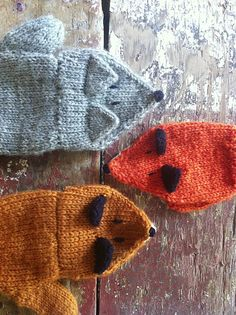 Matching fox mittens to go with fox hat! Ravelry: Little Fox Mittens pattern by Birch Hollow Cottage Knitting For Kids, Knitting Projects, Baby Knitting, Crochet Projects, Knitting Patterns, Crochet Patterns, Mittens Pattern, Knit Mittens, Crochet Gloves