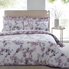 Finished with a contemporary but classic floral design, this mauve duvet cover set includes pillowcase(s) and is reversible for an instant refresh in your bedro. Best Bedding Sets, Luxury Bedding Sets, Duvet Sets, Modern Bedding, Purple Bedding Sets, Contemporary Bed Linen, Contemporary Duvet Covers, Mauve Bedroom, Bedroom Colors