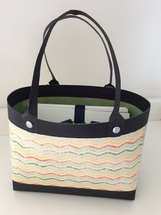 Paper tote with a kit of cards. Tutorial on my blog, just click on the picture.
