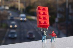 Slinkachu: Boys Own Adventures street art miniature Lego Miniature Photography, Art Photography, Figure Photography, Photography Gallery, Street Art Utopia, Best Street Art, Photo D Art, People Art, Everyday Objects