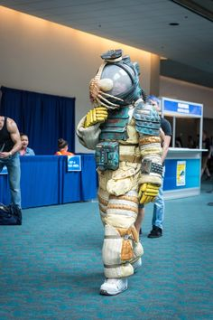 The #Alien spacesuit Adam Savage built & wore at San Diego Comic-Con took 10 years to make! Totally worth it!
