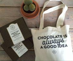 NIEUW NIEUW NIEUWHet ultiemeXXXXXXL chocolade cadeaupakket extraordinaire voor iedere echte chocoladeliefhebber: 2 boxen (8 repen!) én deze toffe tas#chocolateisalwaysagoodidea Top sinterklaascadeau niet waar? Je vindt dit ultieme chocoladepakket op anderechocolade.nl #chocolade #chocoholic #cadeau #chocoladeverzekering