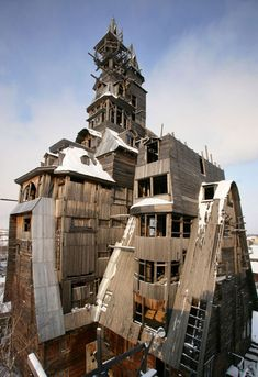 Incredible wooden skyscraper built by one weird man in Russia. Ah, Russia.