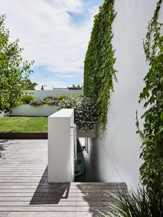 Smart Design Studio pull off the delicate balancing act of marrying the old and new by prioritising fluidity in this Sydney terrace transformation. Design Studio, House Design, Royal Oak Floors, Victorian Terrace, Victorian Era, Outdoor Living, Outdoor Decor, Outdoor Plants, Outdoor Areas
