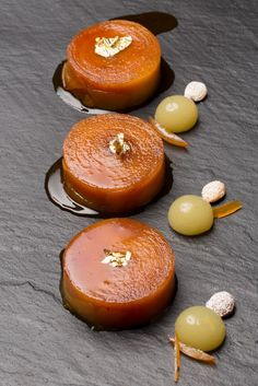 Eddie Benghanem - Gordon Ramsay au Trianon Palace - Tarte aux pommes revue et… Gourmet Recipes, Sweet Recipes, Dessert Recipes, Cooking Recipes, Baking And Pastry, Pastry Chef, French Pastries, Molecular Gastronomy, Culinary Arts
