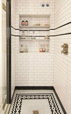 Such a cool classic bathroom (that niche! That floor!)