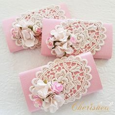Welcoming Princess RIHANNA Vintage Florals Chocolates🌸 lindt signature personalisedchocolates chocolate bonbonnieres babyfavors… Chocolate Wrapping, Chocolate Favors, Chocolate Decorations, Chocolate Gifts, Lindt Chocolate, Shabby Chic Banners, Shabby Chic Crafts, Gift Wraping, Baby Favors