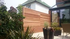 All Time Best Ideas: Bamboo Fence Watches modern front yard fence.Fence Landscaping Front Yard fence landscaping on a budget. Slatted Fence Panels, Bamboo Fence, Cedar Fence, Concrete Fence, Small Fence, Horizontal Fence, Front Yard Fence, Fence Landscaping, Backyard Fences