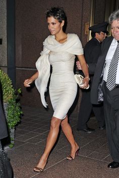 Halle Berry strapless dress with scarf