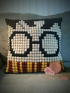 Crochet Harry Potter Pillow Pattern & DIY ❣ Like this pin? Follow me for more @rosajoevannoy
