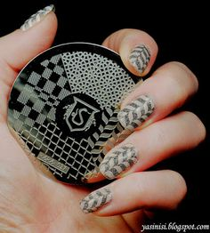 Kilka słów o płytce hehe 027   http://www.ladyqueen.com/snake-circle-square-pattern-nail-art-stamp-template-image-plate-hehe027.html